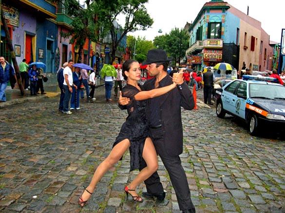 Аргентина: Буэнос-Айрес - родина аргентинского танго, столица мирового футбола, дивная смесь старины и ультрасовременной архитектуры. Уникальная природа: всемирно известный курорт Барилоче, ледник Пьетро Морено.