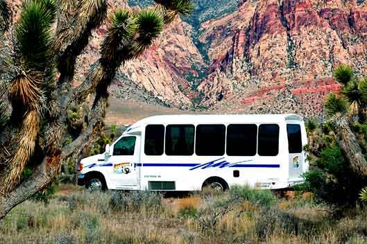 Автобусные экскурсионные туры из Лас-Вегаса от туроператора 'Cosmopolitan Travel' на VIP Mini Coaches на 14 человек.