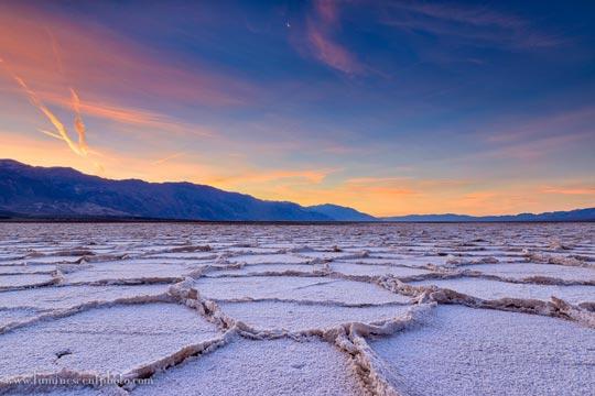 Национальный Парк Долина Смерти, США (Death Valley National Park, USA) - один из самых известных природных заповедников в мире. Туры из Лас-Вегаса в Национальный Парк Долина Смерти от туроператора по США 'Cosmopolitan Travel'.