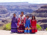 Индейцы племени валапаи ждут гостей.