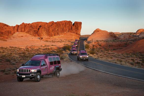 Туры на джипах-внедорожниках из Лас-Вегаса от туроператора 'Cosmopolitan Travel'.