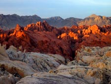 Долина Огня (Valley of Fire), Невада, США. Туры на джипах из Лас-Вегаса от туроператора 'Cosmopolitan Travel'