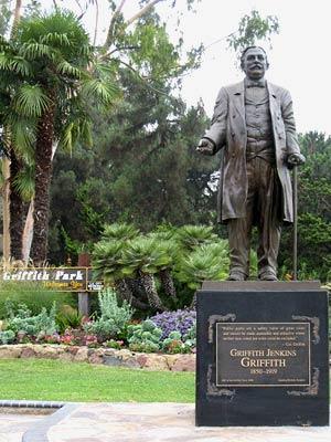 Памятник Гриффиту Дженкинсу Гриффиту (Griffith Jenkins Griffith), основателю Гриффит-парка. Достопримечательности Лос-Анджелеса.